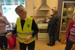 Damerna som håller igång köket med fika och korv till deltagarna. Fr v:  Viola Westling, Mona Wallander, Ulla Bergström och Marie-Anne Olsson.